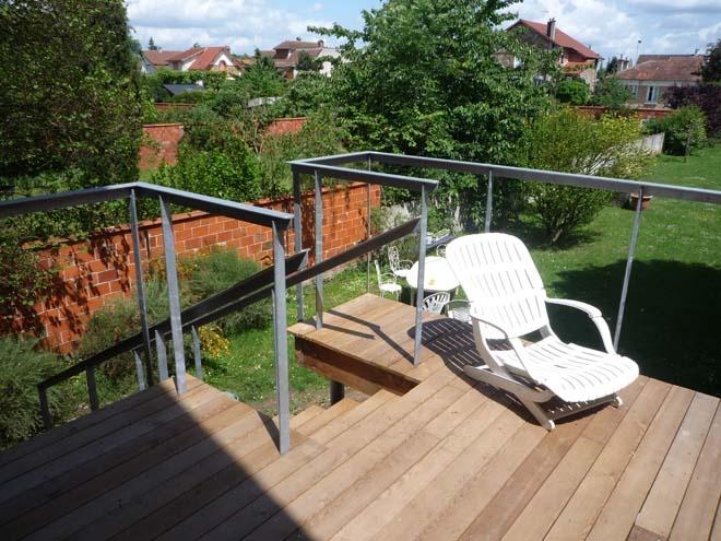 Extension en bois d'une meulière et terrasse : terrasse