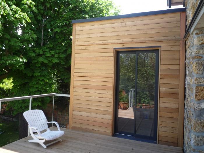 Extension en bois d'une meulière et terrasse : terrasse2