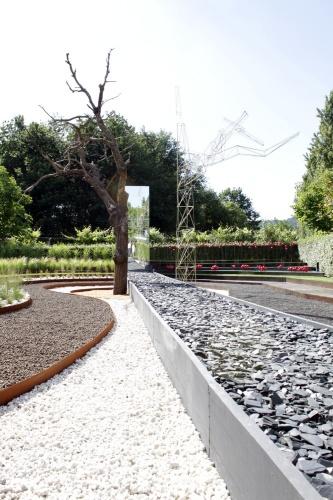 Dark Rift, a track between natural and artificial. Oglo + PPil : photo du jardin