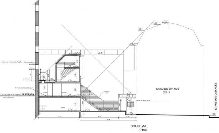 Trois maisons de ville, duplex et studio : coupe AA