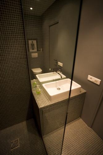 Un atelier boisé et masculin : Salle de bain