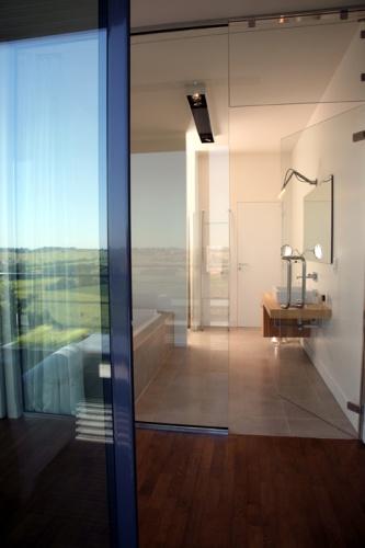 Le sud-ouest en 16/9e : Salle de bain, vue de la terrasse